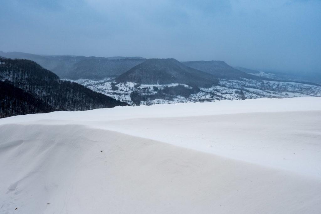 Schneewehe und Albtrauf im Schneesturm